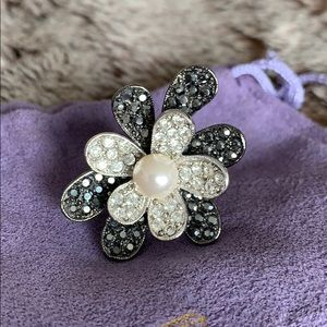 Jewelry - Cocktail ring with cultured pearl and crystals.